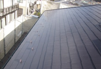 上塗りが完了し竣工した屋根