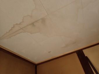 雨漏りによる天井の雨染み