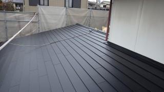 鋼板屋根材カレッセ遮熱プラスでのカバー工事完了