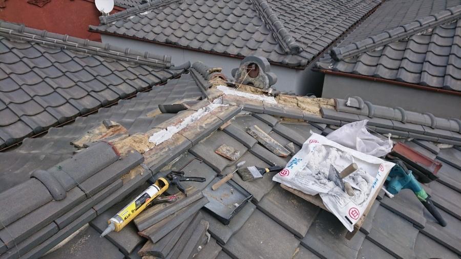 棟を南蛮漆喰で積み直していきます。