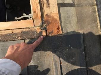 天窓解体、雨漏り箇所確認