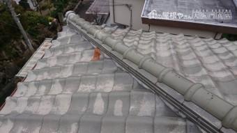 こちらも棟下の瓦が凍て割れしてます。
