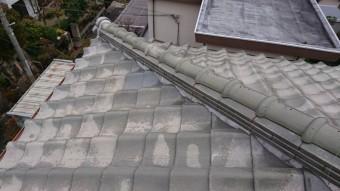凍て割れした棟下瓦を新しい瓦に交換しました。