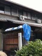 台風21号で屋根から瓦が落ちてきて破損した塀の棟瓦です。