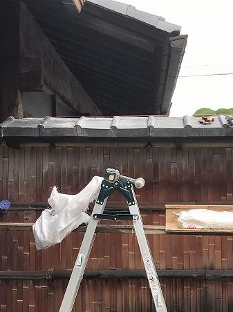 既存の被害を受けた棟をすべて解体して、新しく積み直して行きます。