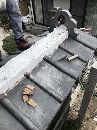 棟積みは台土は使用せず、南蛮漆喰で積み上げて行きます。
