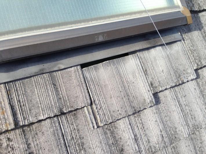 天窓下の半端瓦のズレ