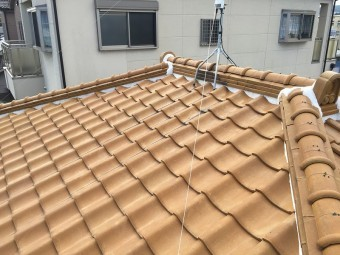 和型釉薬瓦の寄棟屋根