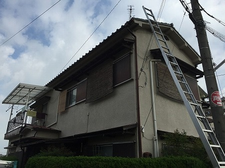 寝屋川で雨漏りするお宅の屋根調査です。