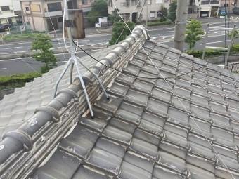 和型屋根にラバーロックというコーキングが施されています。