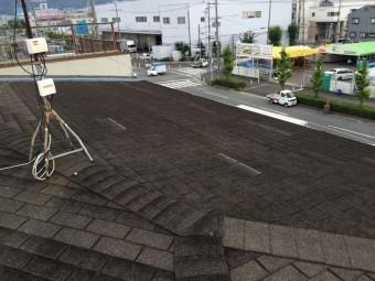 シングル屋根材が葺かれています。