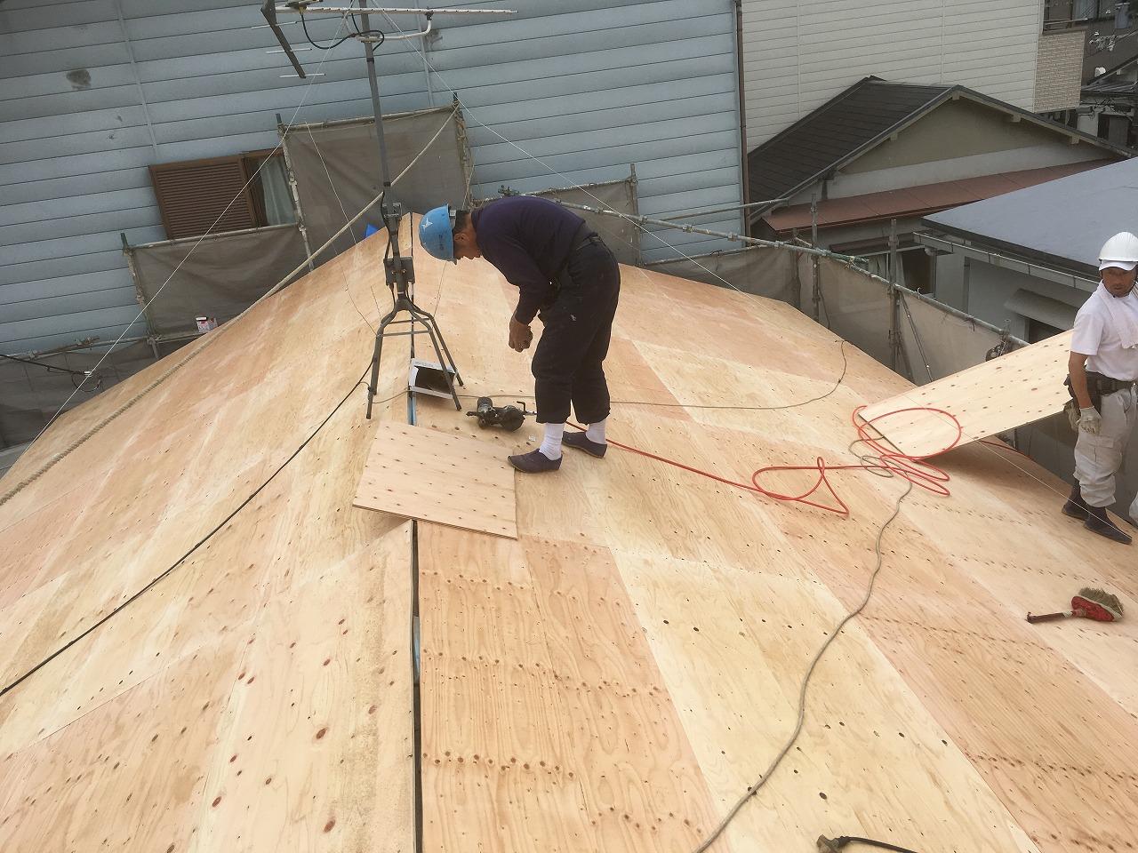 屋根下地コンパネ貼り