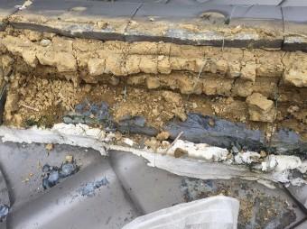 湿った屋根土1