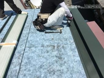 笠木部分もガルバリウム鋼板をかぶせます