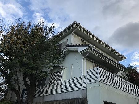 枚方市の少し高台に建つお宅です。