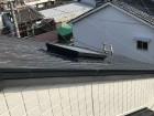 屋根に上って天窓の位置を確認。