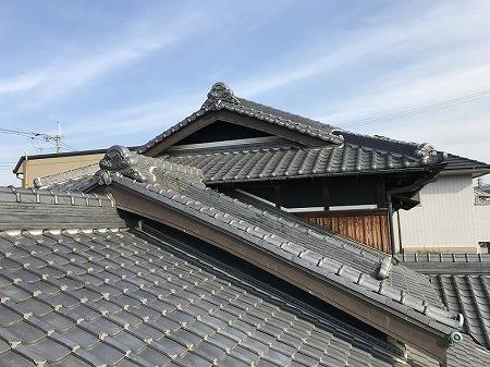 何重にも屋根が重なった立派な入母屋屋根です。