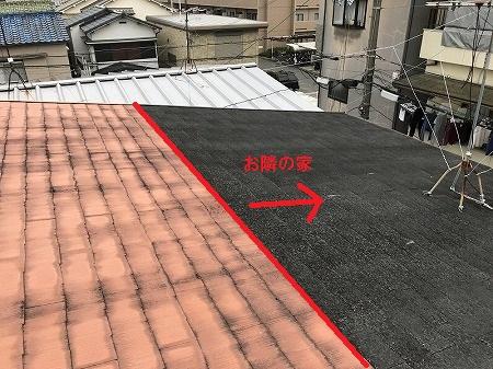 左側の屋根だけ塗装されております。