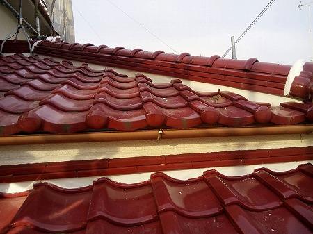 下屋根まわりも塗っていきます。