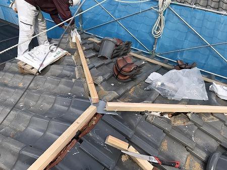 強力棟金具と取付、金具に垂木を取り付けます。