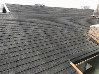 屋根材はシングル材です。