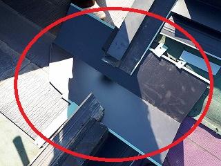 既存屋根と増築屋根の上部の取り合い板金