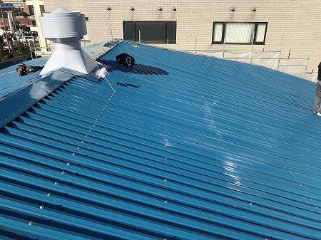 波型スレートの屋根カバー工事完了です。