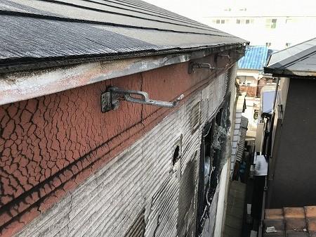 軒側は樋も破風板も板金も焼けています。