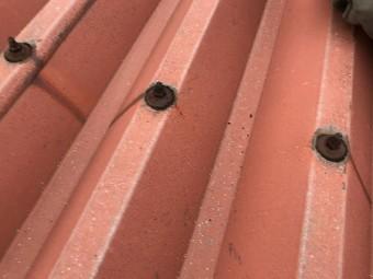 茨木市テナント 折半屋根ボルト部劣化