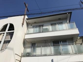建物が高いので梯子が届きません。