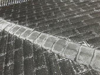 屋根材はシングルでかなり経年劣化が進んでいるようです。