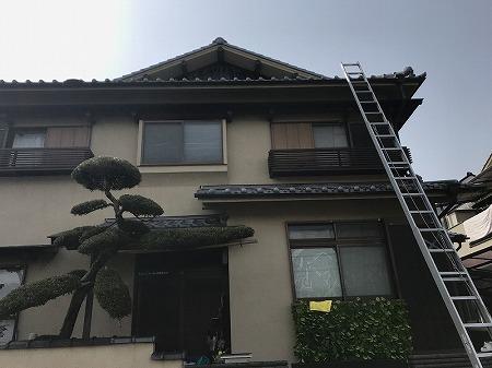 樋の点検で屋根に上ります。