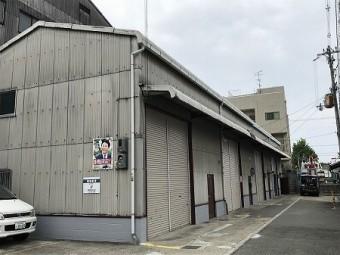 全長33mの長い倉庫です。