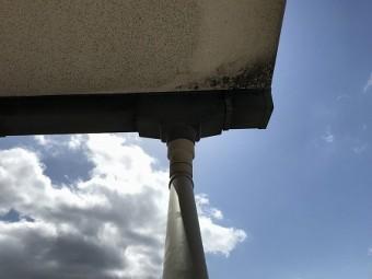 揺れで、集水器の接着が剥がれたものと思われます。