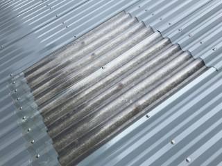 寝屋川市 倉庫屋根の明り取りカバー工事