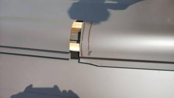 棟包板金の接合部に2重コーキングをします。