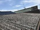 古くなった波型スレート屋根です。