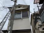 梯子をかけて2階屋根に上ります。