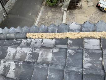 刀根丸の丸瓦がなくなって土が剥き出しです。