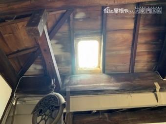 天窓部分を屋内から確認しました。