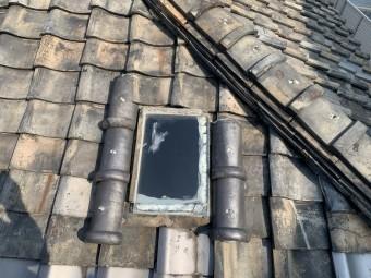 天窓瓦を回りもかなり劣化しています。