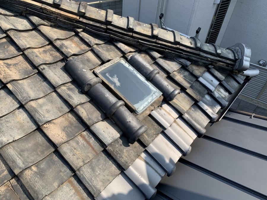 四条畷市 古い家によくみられる天窓瓦。そこから雨漏りはなぜ?