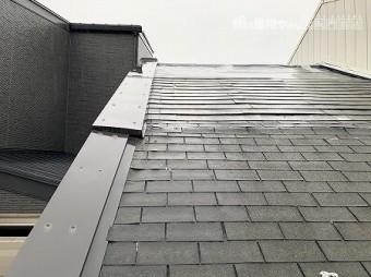 軒先の方がシングルで、途中からフルベストになったハイブリットな屋根です。
