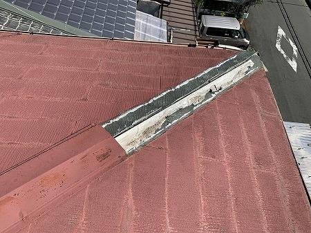 棟包板金を留めつける貫板も朽ちてしまっています。