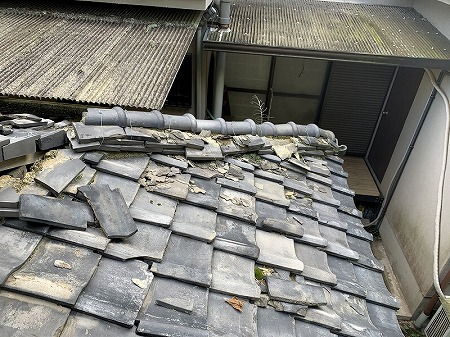 隅棟部分も完全に崩れてしまっています。