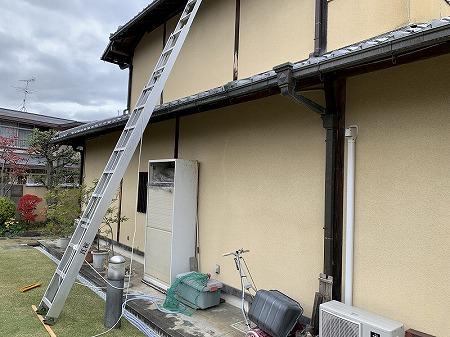 交野市 いぶし瓦の和形屋根を軽いガルバリウム鋼板の屋根材に交換したいとのご依頼で屋根調査を行いました。