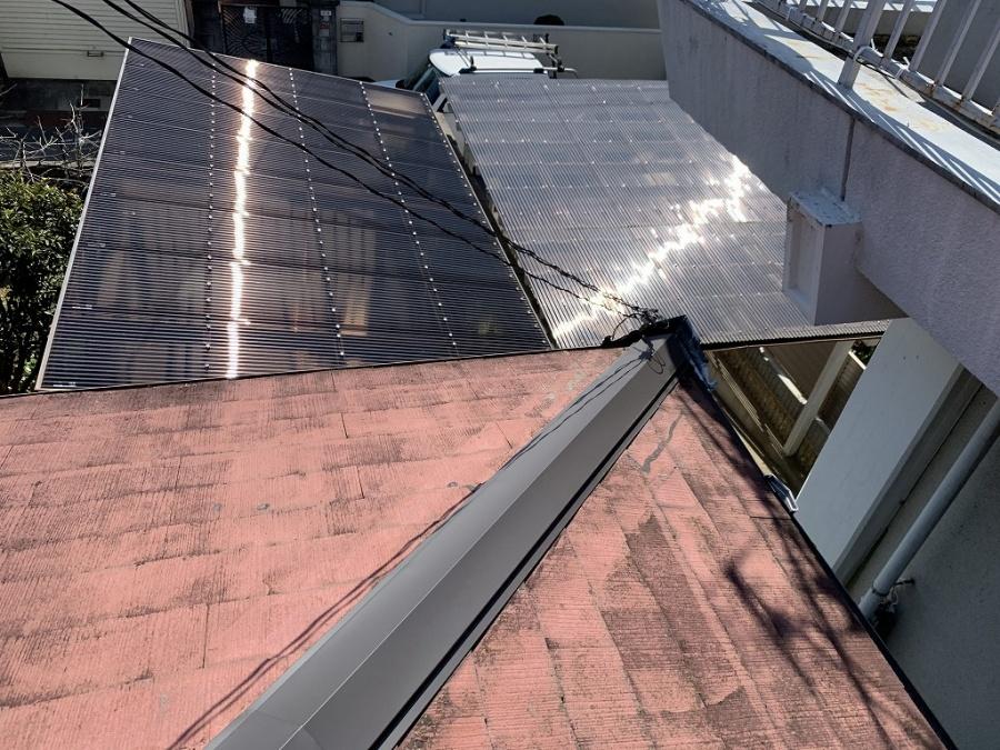 下屋根の棟包板金も交換されてます。