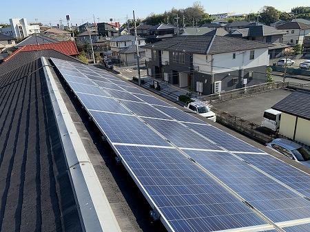 ソーラーパネルが設置されています。