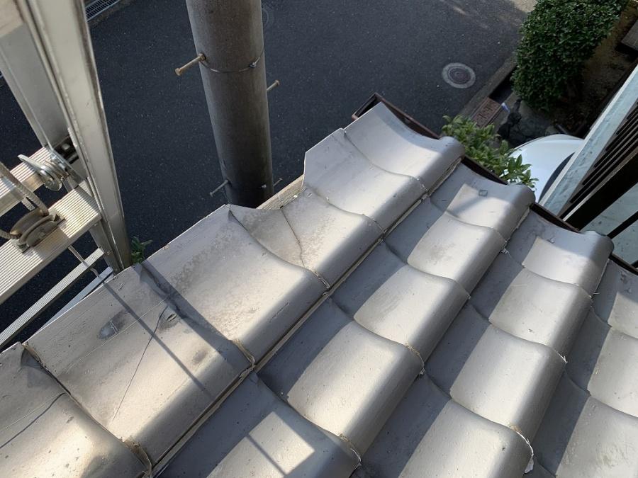 枚方市 まだまだ残ってます台風被害!お隣からの飛散瓦で破損した部分を補修工事しました!