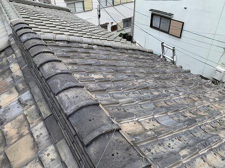 守口市で和瓦の屋根からリッジウェイに葺き替えを行いました。